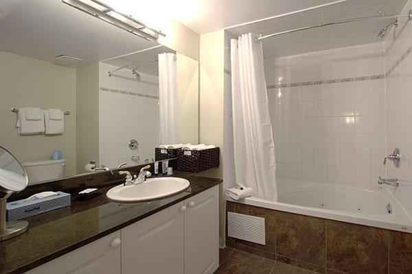 Club Cranberry Bathroom
