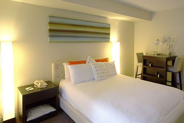 Club Cranberry Bedroom